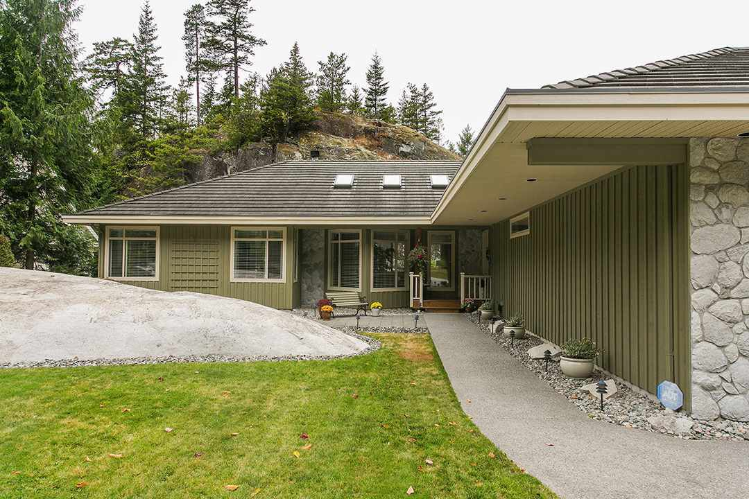 """Main Photo: 158 STONEGATE Drive in West Vancouver: Furry Creek House for sale in """"FURRY CREEK BENCHLANDS"""" : MLS®# R2149844"""