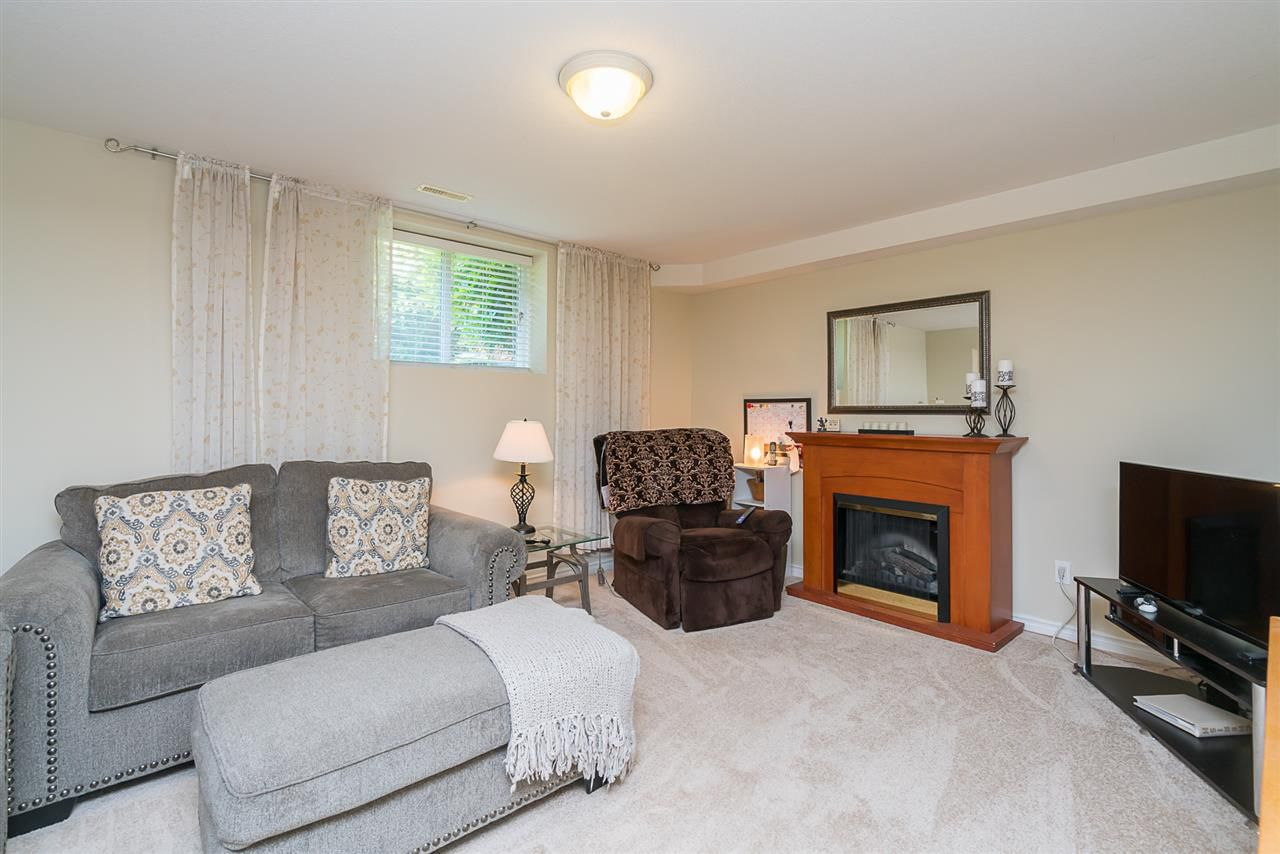 """Photo 15: Photos: 7055 201 Street in Langley: Willoughby Heights House for sale in """"JEFFRIES BROOK"""" : MLS®# R2188614"""
