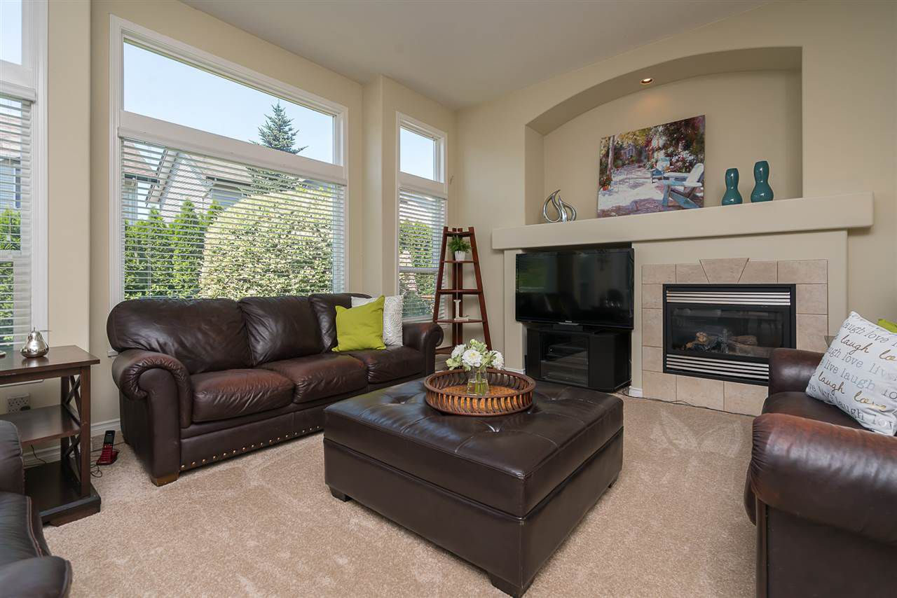 """Photo 9: Photos: 7055 201 Street in Langley: Willoughby Heights House for sale in """"JEFFRIES BROOK"""" : MLS®# R2188614"""