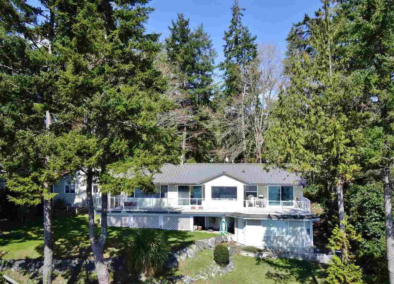 "Main Photo: 6273 SUNSHINE COAST Highway in Sechelt: Sechelt District House for sale in ""WEST SECHELT"" (Sunshine Coast)  : MLS®# R2253639"