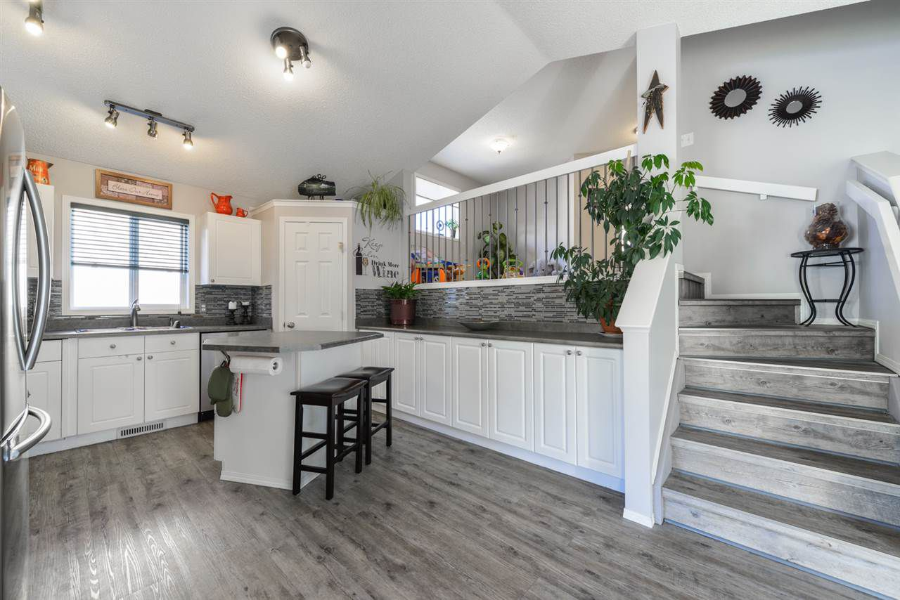 Main Photo: 1665 Tompkins Place in Edmonton: Zone 14 House for sale : MLS®# E4137799