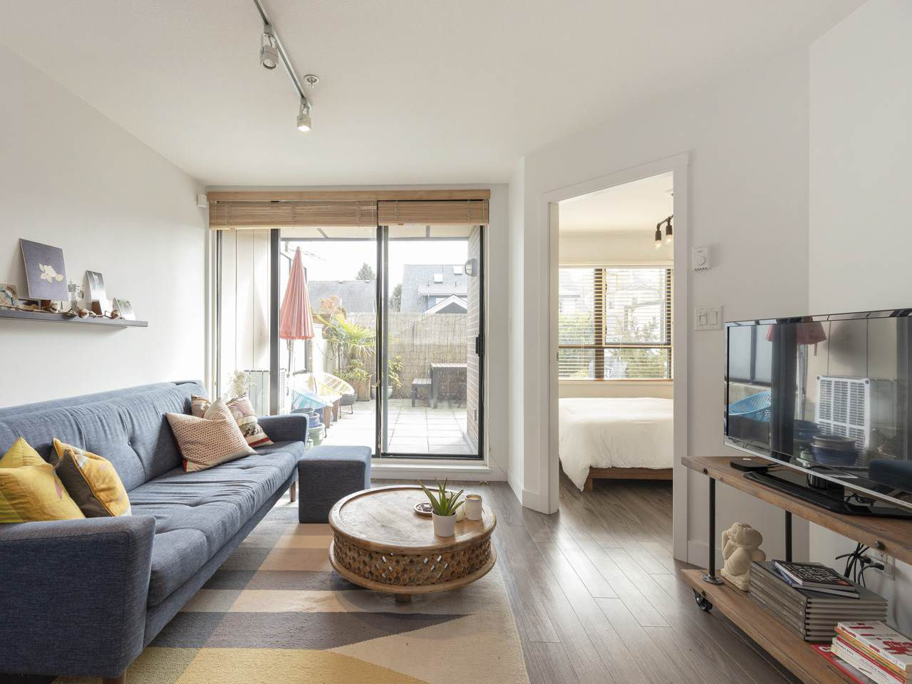 """Main Photo: 210 2150 E HASTINGS Street in Vancouver: Hastings Condo for sale in """"The View"""" (Vancouver East)  : MLS®# R2345358"""