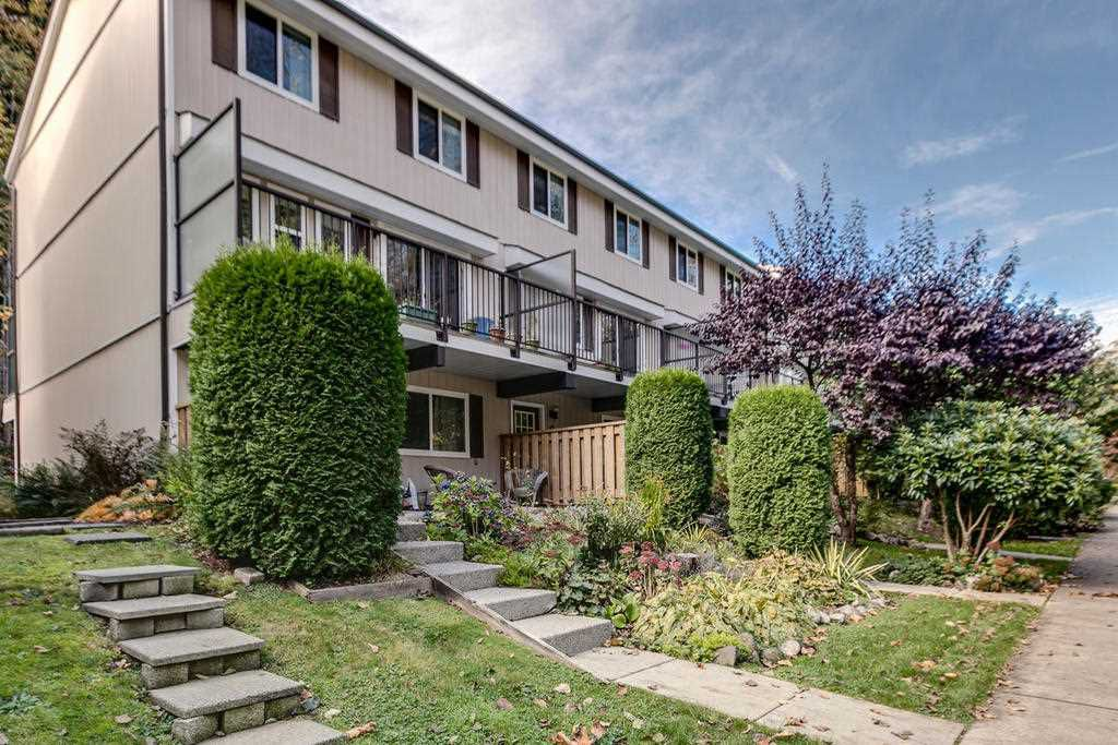 """Main Photo: 9 10000 VALLEY Drive in Squamish: Valleycliffe Townhouse for sale in """"Valley View Place"""" : MLS®# R2132656"""