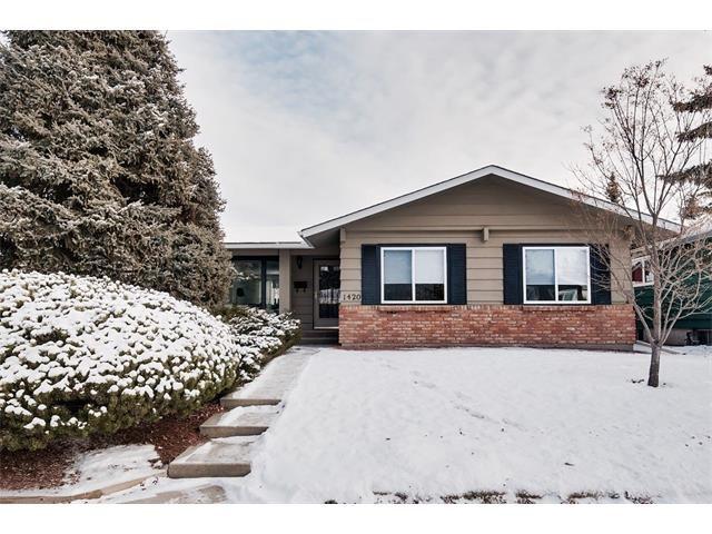 Main Photo: 1420 Lake Twintree Way SE in Calgary: Lake Bonavista House for sale : MLS®# C4098920