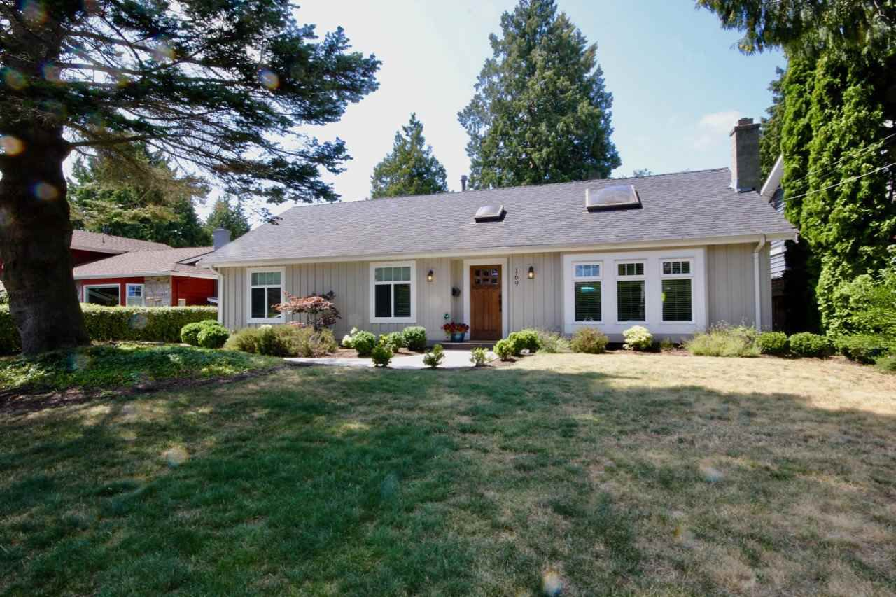 "Main Photo: 169 53 Street in Delta: Pebble Hill House for sale in ""PEBBLE HILL"" (Tsawwassen)  : MLS®# R2294011"