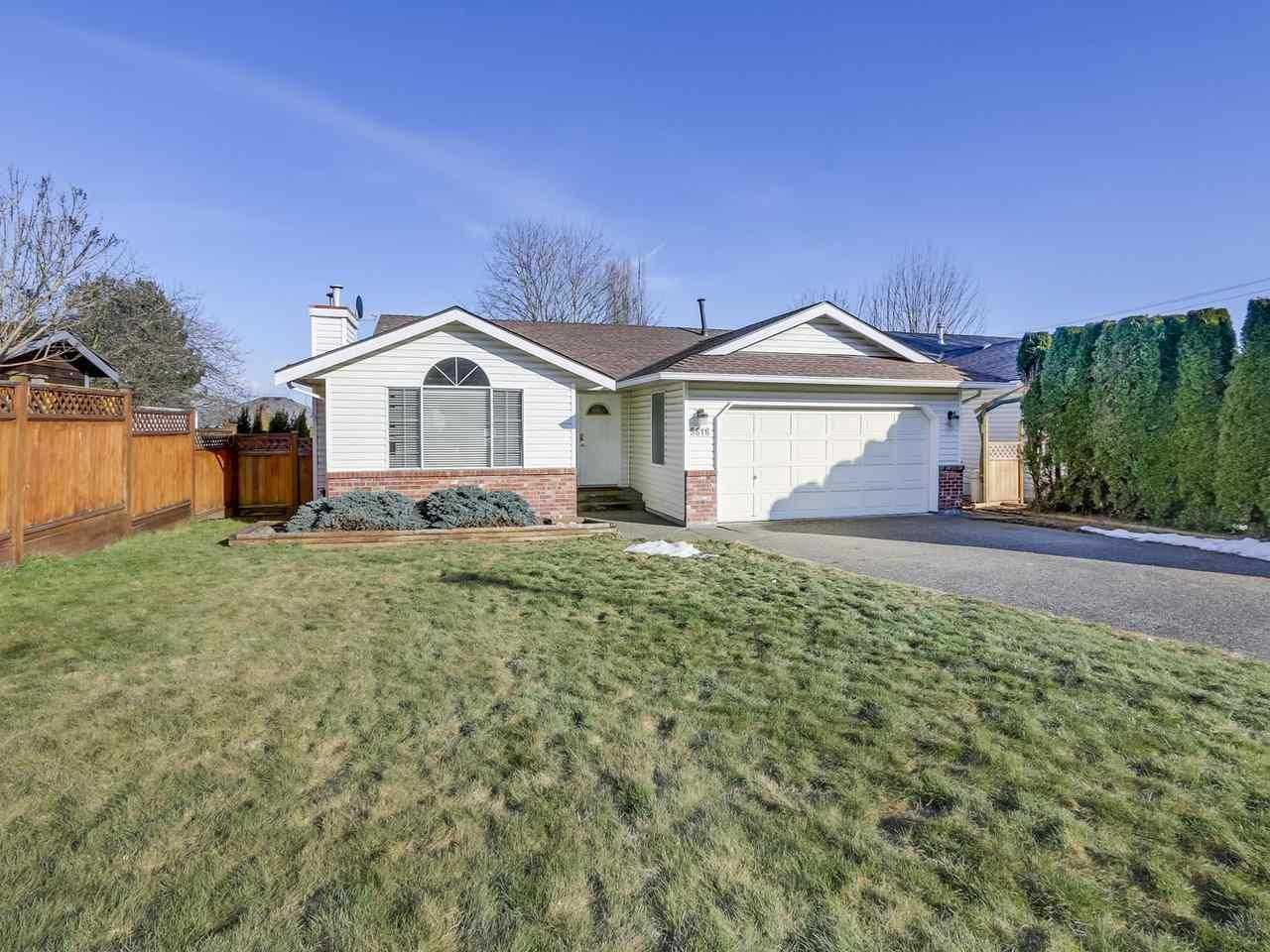 Main Photo: 5616 SUNDALE Place in Surrey: Cloverdale BC House for sale (Cloverdale)  : MLS®# R2345126