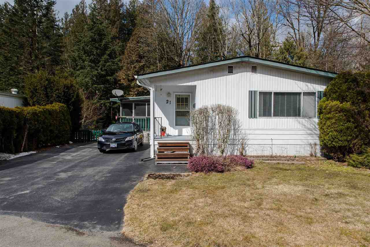 """Main Photo: 21 45955 SLEEPY HOLLOW Road: Cultus Lake Manufactured Home for sale in """"Liumchen Mobile Home Park"""" : MLS®# R2347730"""