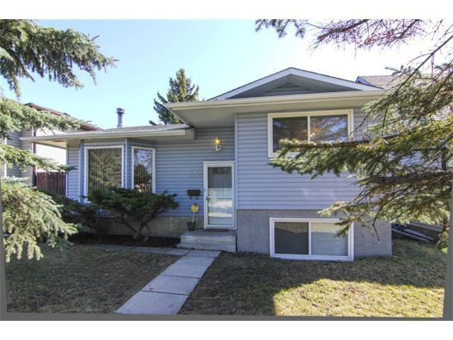 Main Photo: 3440 56 Street NE in Calgary: Temple House for sale : MLS®# C4004202