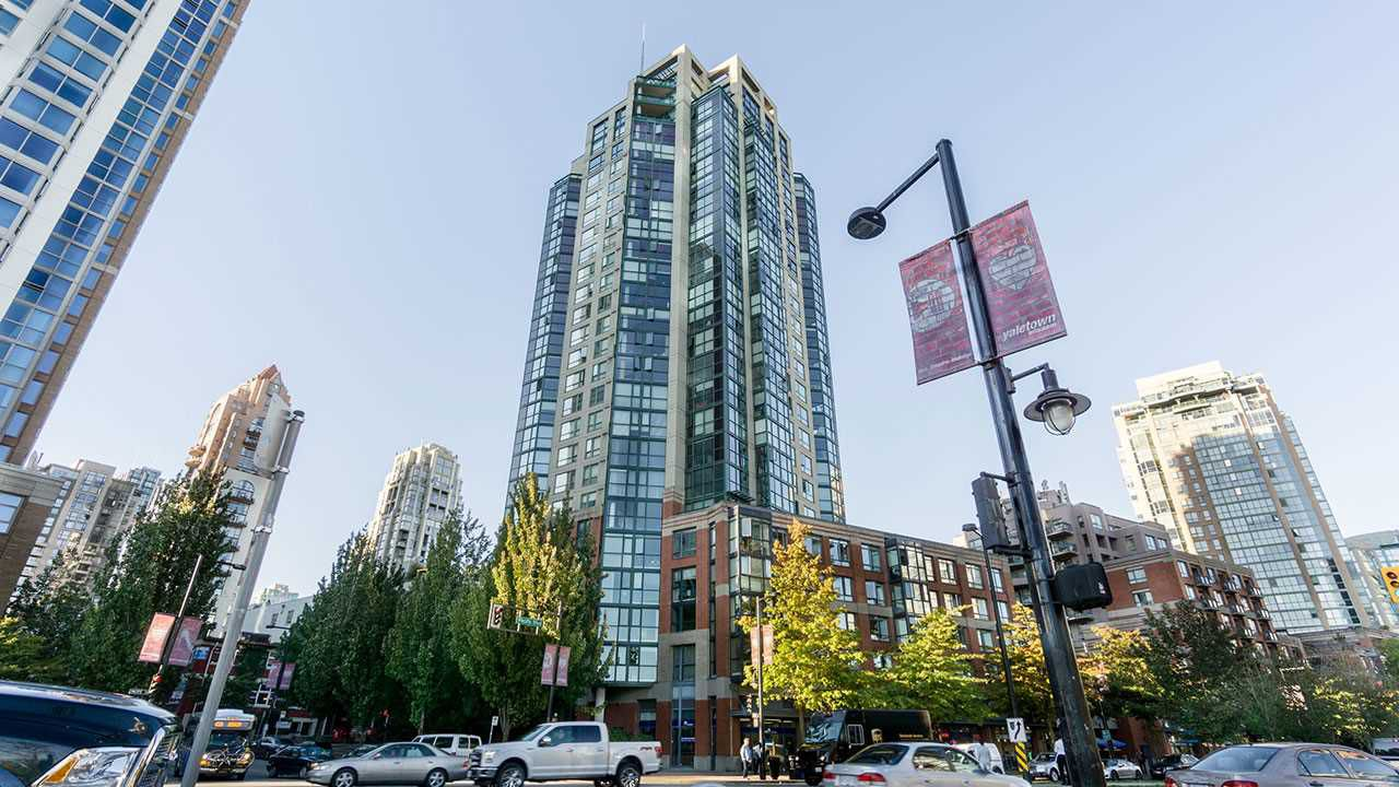 """Main Photo: 2302 289 DRAKE Street in Vancouver: Yaletown Condo for sale in """"PARK VIEW TOWER"""" (Vancouver West)  : MLS®# R2111601"""