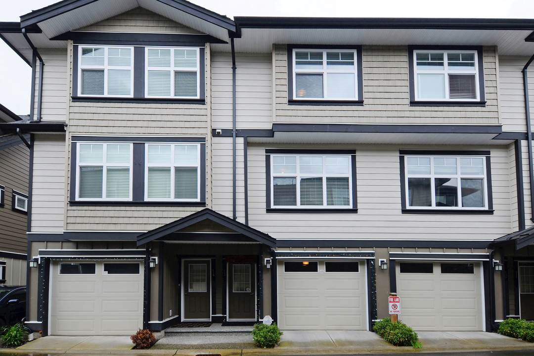 Main Photo: 13 6350 142 Street in Surrey: Sullivan Station Townhouse for sale : MLS®# R2165194