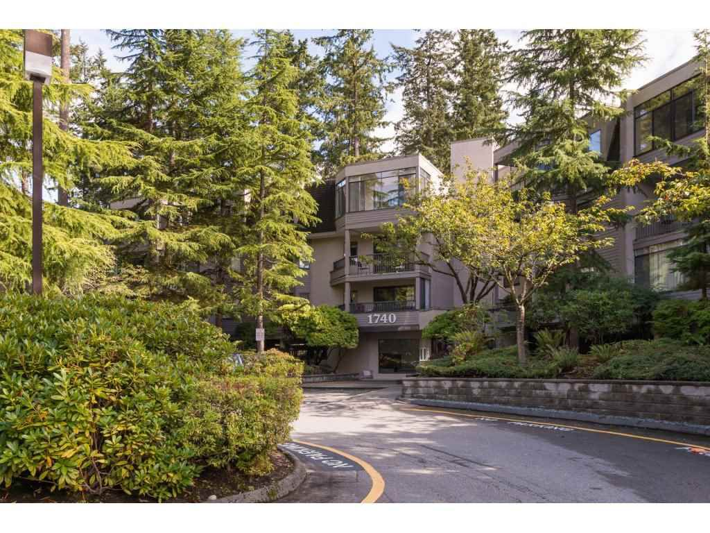 "Main Photo: 107 1740 SOUTHMERE Crescent in Surrey: Sunnyside Park Surrey Condo for sale in ""Spinnaker II"" (South Surrey White Rock)  : MLS®# R2206621"