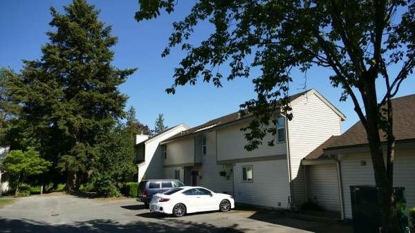 """Main Photo: 6244 W GREENSIDE Drive in Surrey: Cloverdale BC Townhouse for sale in """"Greenside Estates"""" (Cloverdale)  : MLS®# R2228527"""
