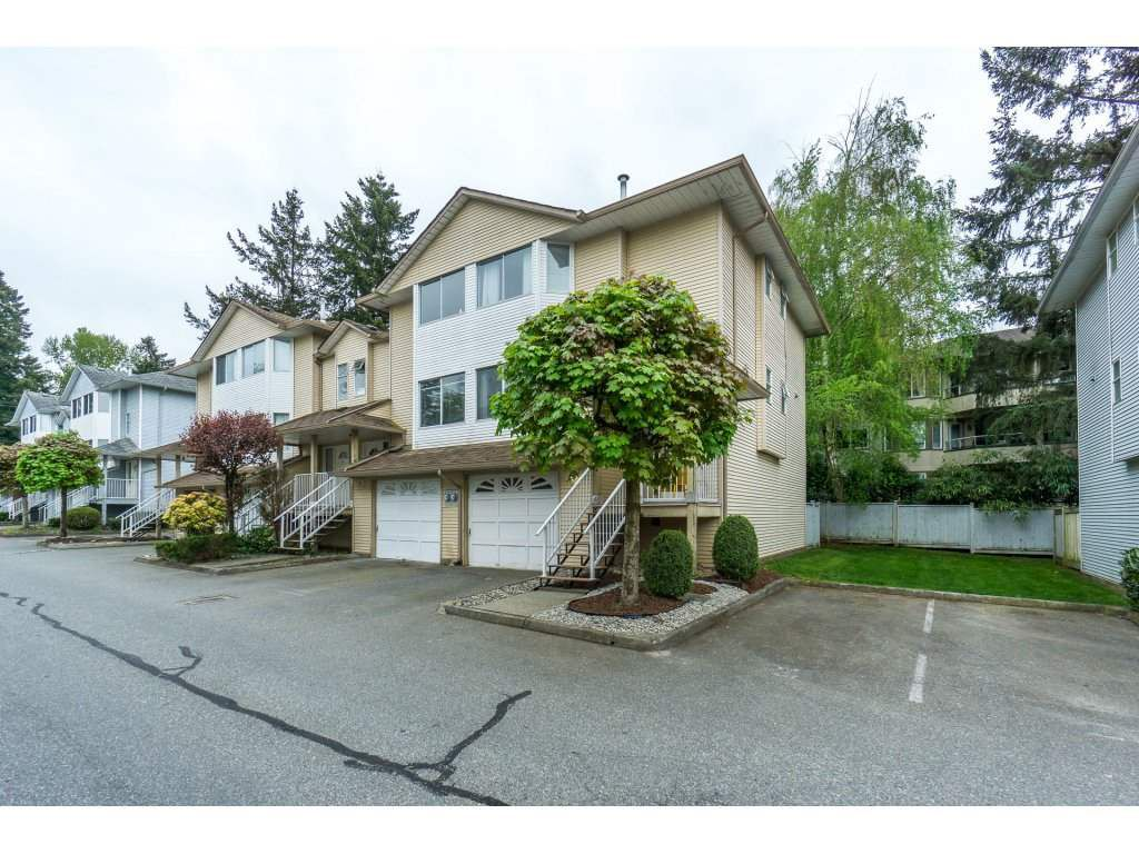 "Main Photo: 19 3087 IMMEL Street in Abbotsford: Central Abbotsford Townhouse for sale in ""Clayburn Estates"" : MLS®# R2264675"