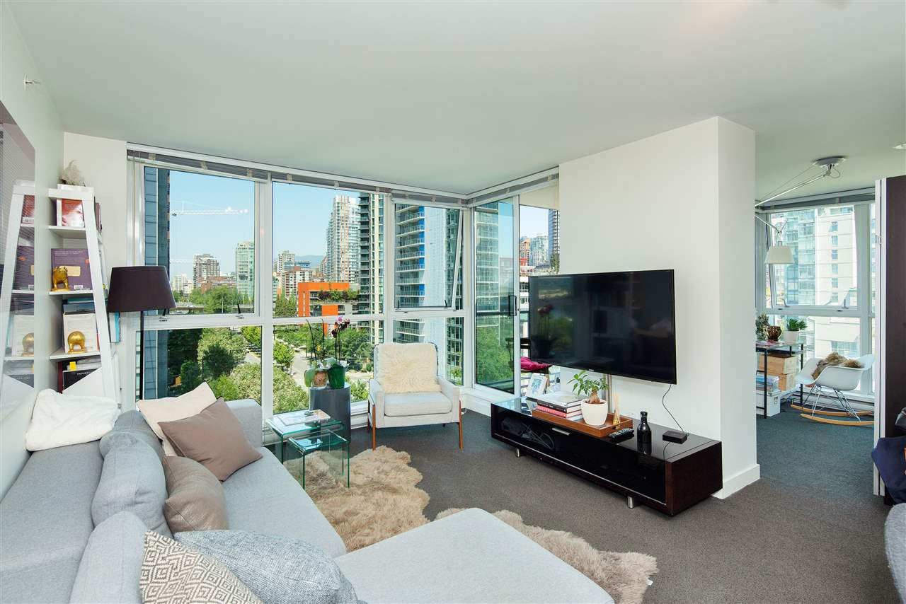 "Main Photo: 1106 1408 STRATHMORE Mews in Vancouver: Yaletown Condo for sale in ""WEST ONE BY CONCORD PACIFIC"" (Vancouver West)  : MLS®# R2285517"