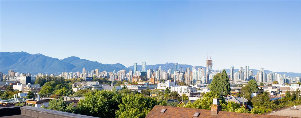 """Main Photo: 2 1950 W 5TH Avenue in Vancouver: Kitsilano Townhouse for sale in """"THE EDGE OF FIFTH"""" (Vancouver West)  : MLS®# R2307731"""