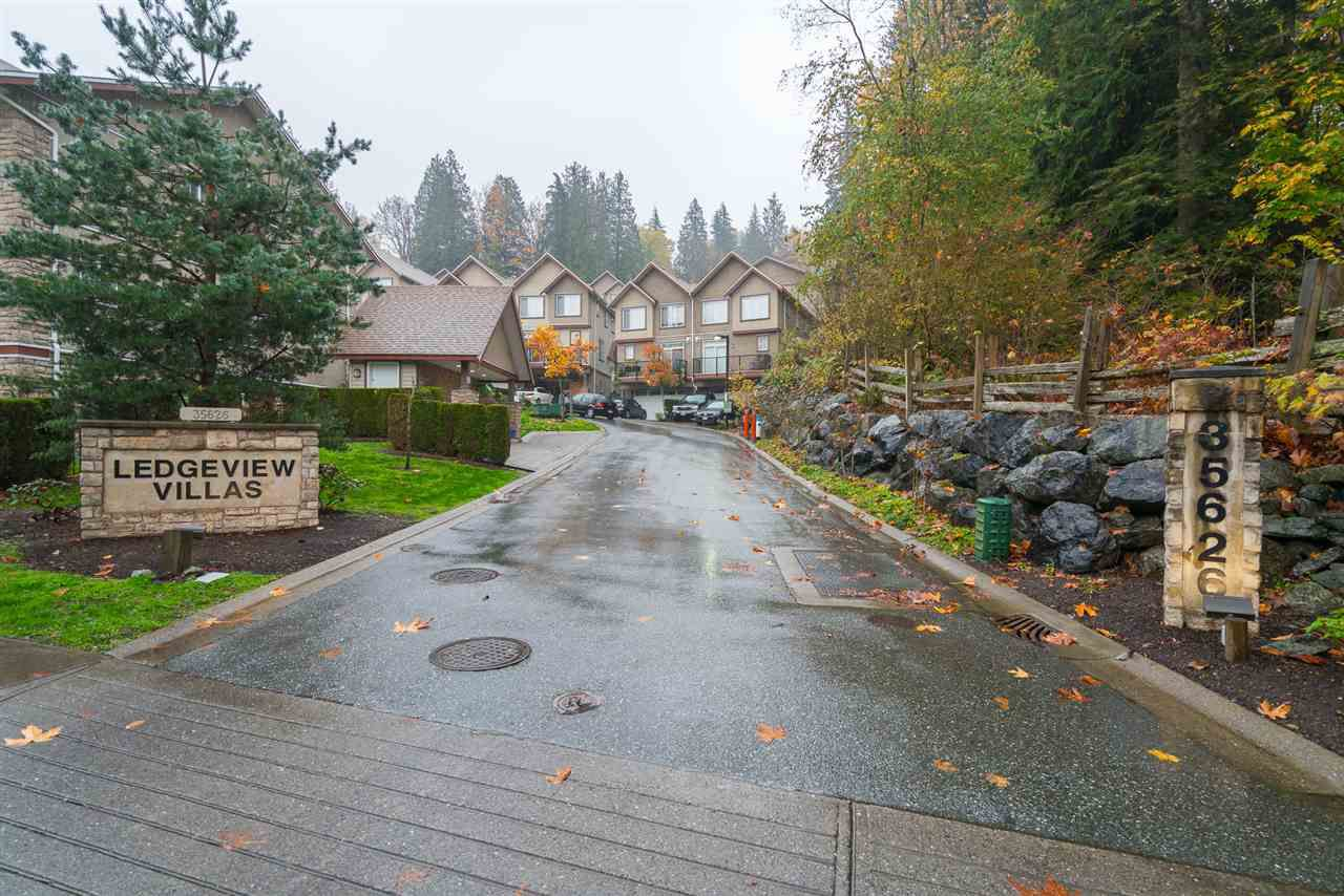 "Main Photo: 24 35626 MCKEE Road in Abbotsford: Abbotsford East Townhouse for sale in ""Ledgeview Villas"" : MLS®# R2318750"