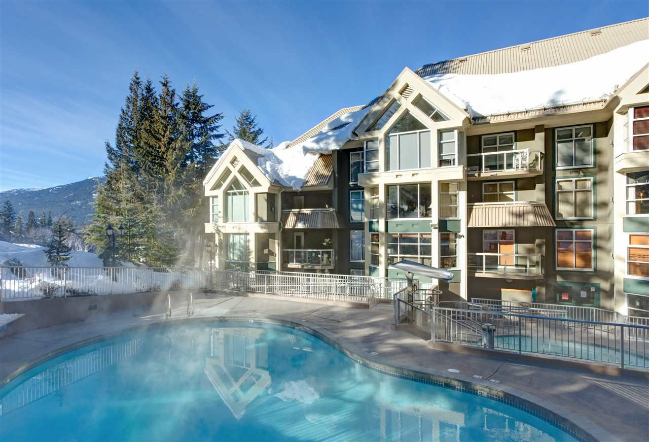 """Main Photo: 106 4910 SPEARHEAD Place in Whistler: Benchlands Condo for sale in """"Woodrun Lodge"""" : MLS®# R2334950"""