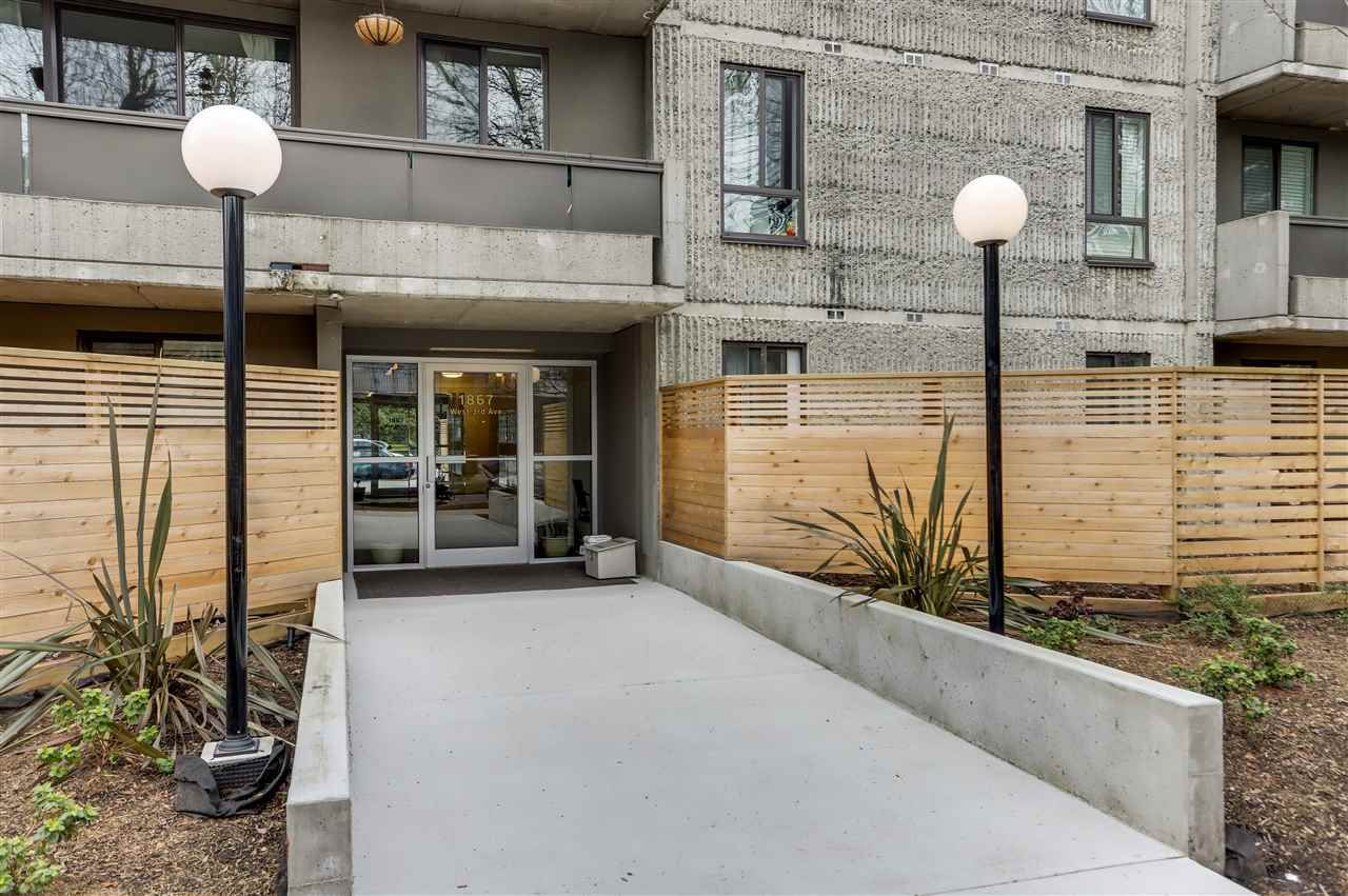"Main Photo: 301 1867 W 3RD Avenue in Vancouver: Kitsilano Condo for sale in ""ST. CLAIRE COURT"" (Vancouver West)  : MLS®# R2385123"