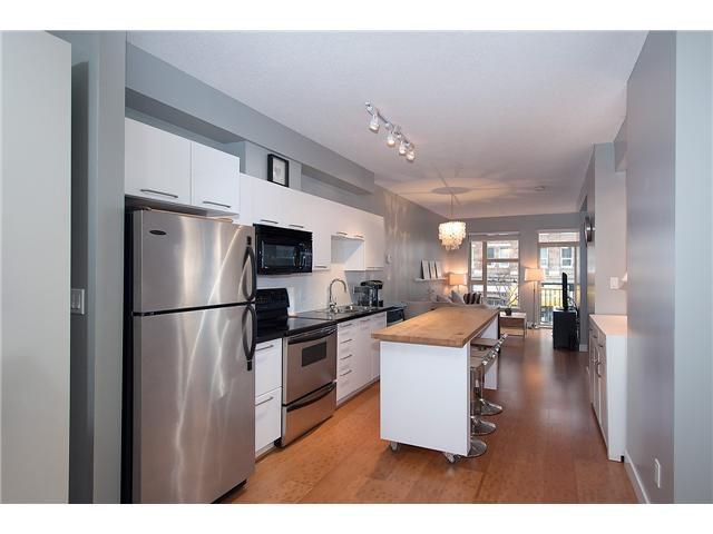 """Main Photo: 205 205 E 10TH Avenue in Vancouver: Mount Pleasant VE Condo for sale in """"THE HUB"""" (Vancouver East)  : MLS®# V1056484"""