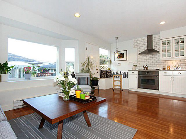 """Main Photo: 637 E PENDER Street in Vancouver: Mount Pleasant VE House 1/2 Duplex for sale in """"Strathcona"""" (Vancouver East)  : MLS®# V1061621"""