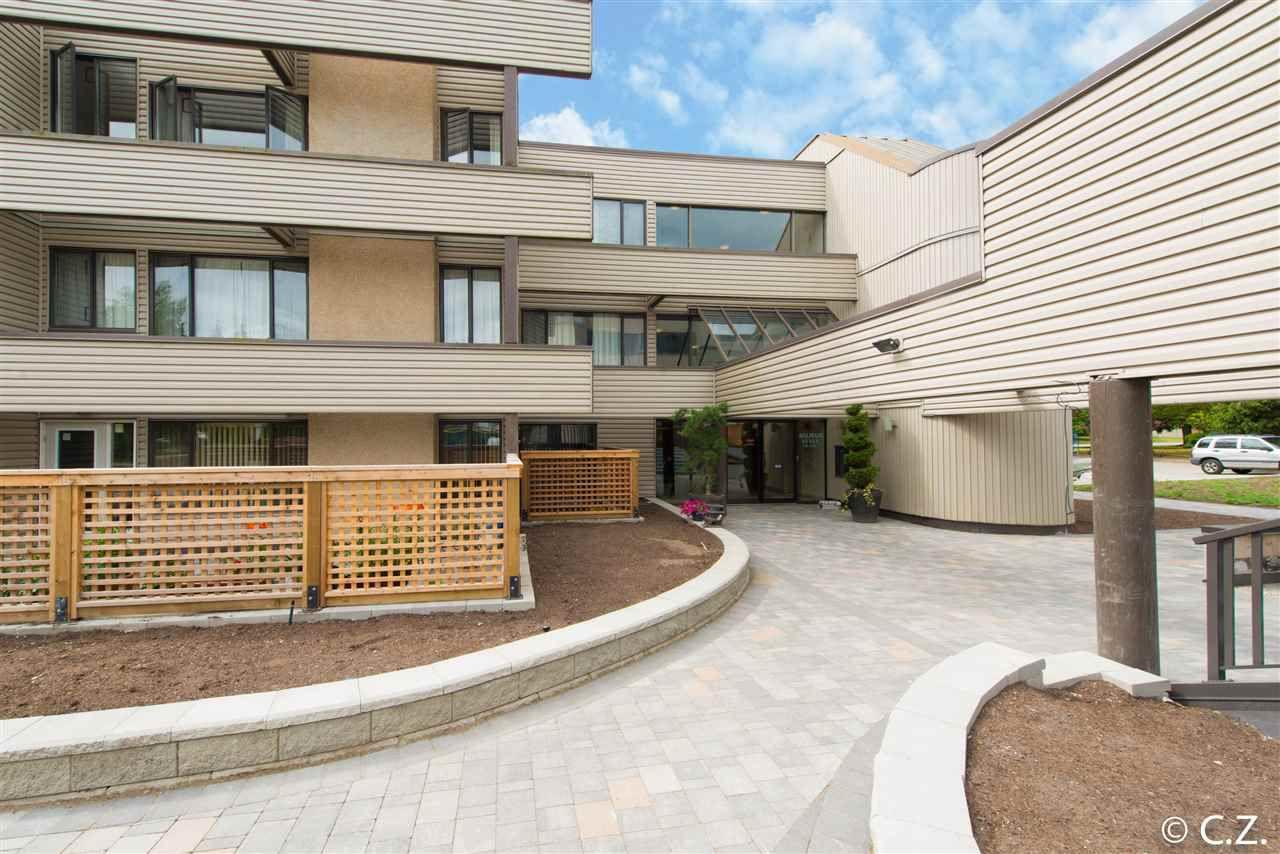 Main Photo: 208 15313 19 Avenue in Surrey: King George Corridor Condo for sale (South Surrey White Rock)  : MLS®# R2080718