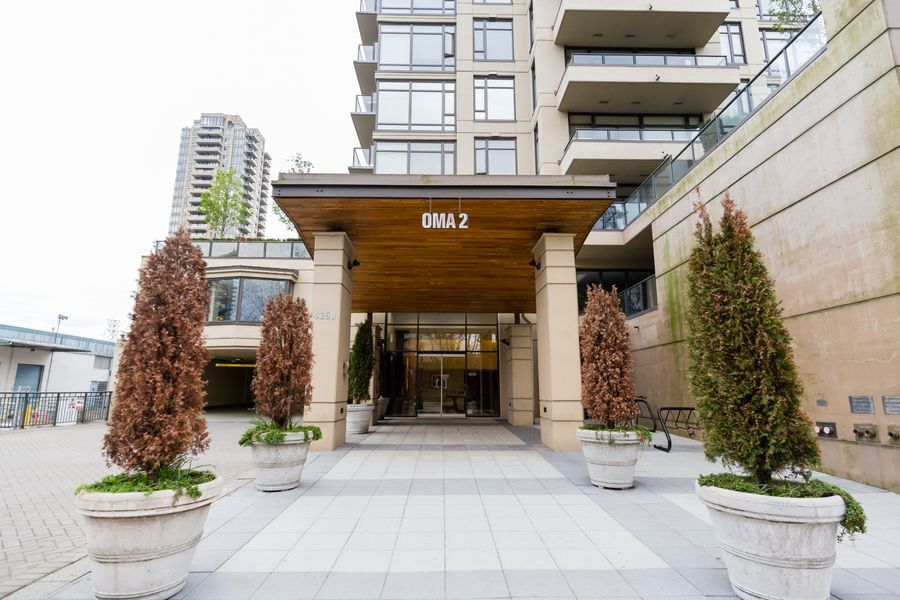 "Main Photo: 2201 4250 DAWSON Street in Burnaby: Brentwood Park Condo for sale in ""OMA 2"" (Burnaby North)  : MLS®# R2118652"