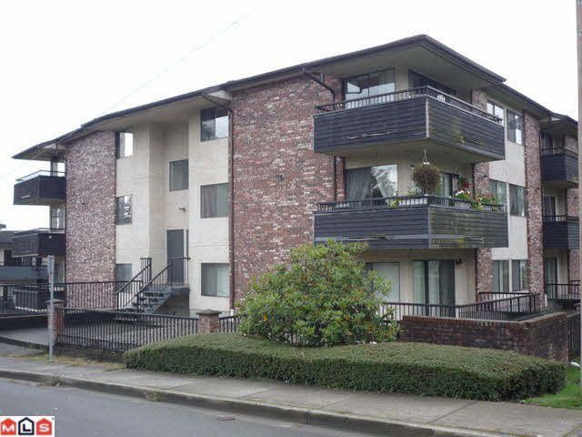 "Main Photo: 306 33956 ESSENDENE Street in Abbotsford: Central Abbotsford Condo for sale in ""Hillcrest Manor"" : MLS®# R2120191"