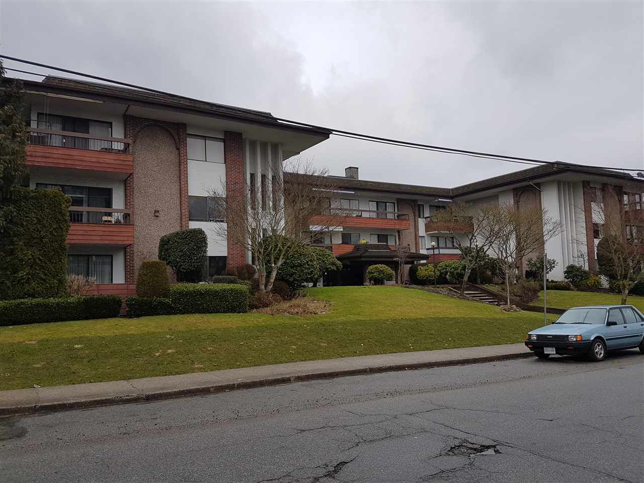 "Main Photo: 306 7180 LINDEN Avenue in Burnaby: Highgate Condo for sale in ""Linden House"" (Burnaby South)  : MLS®# R2140058"
