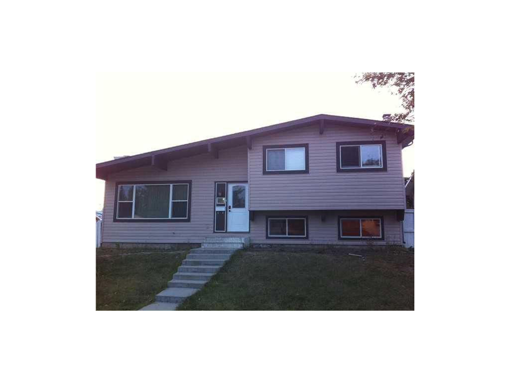 Main Photo: 207 Penswood Way NE in Calgary: Penbrooke Meadows House for sale : MLS®# C3592300