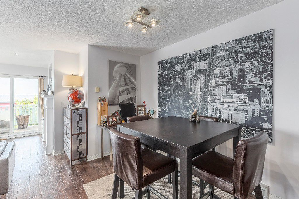Main Photo: 204 365 E 1ST Street in North Vancouver: Lower Lonsdale Condo for sale ()  : MLS®# R2198048