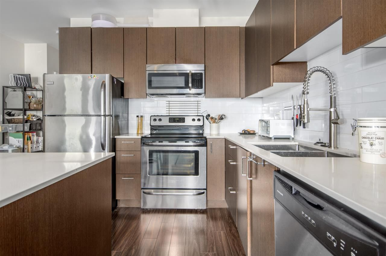 "Main Photo: 102 2351 KELLY Avenue in Port Coquitlam: Central Pt Coquitlam Condo for sale in ""LA VIA"" : MLS®# R2204822"