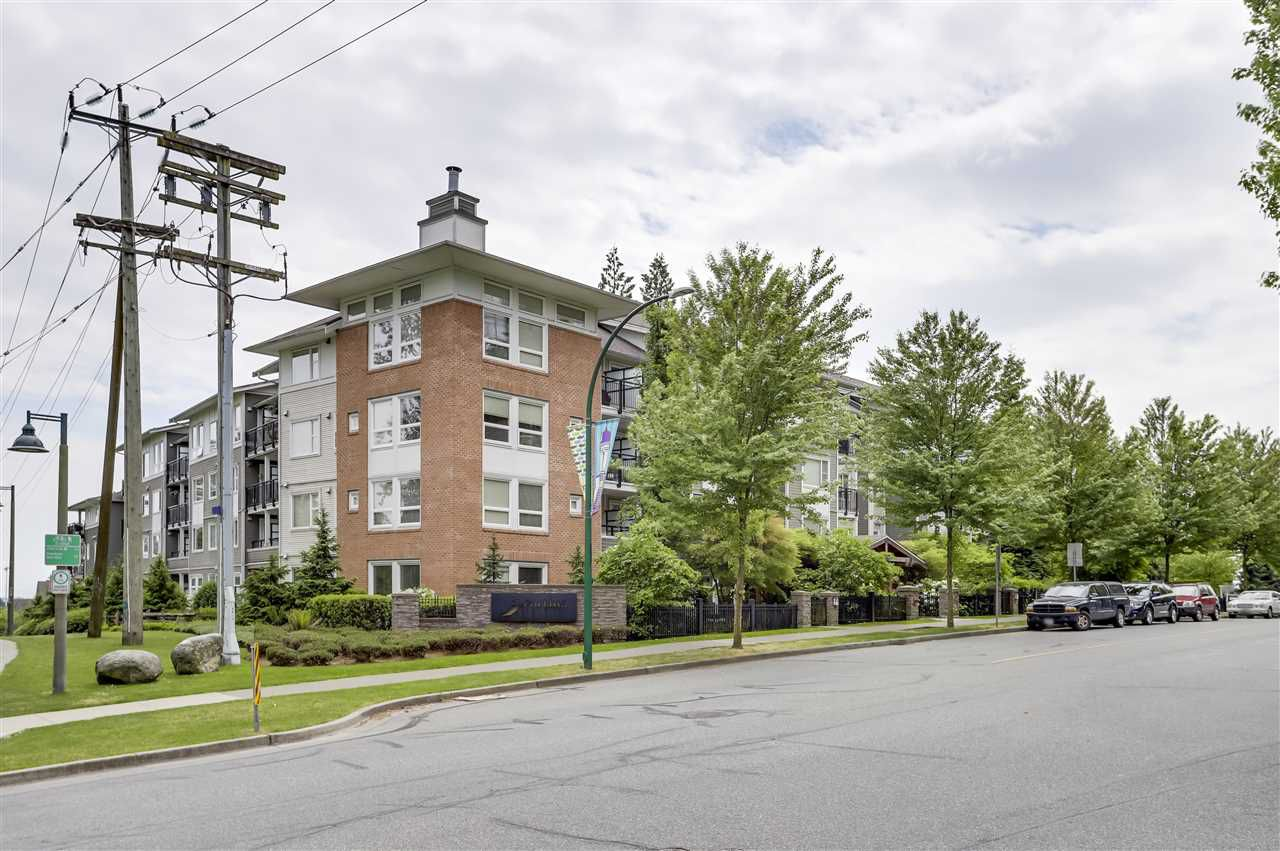 Main Photo: 120 6888 SOUTHPOINT Drive in Burnaby: South Slope Condo for sale (Burnaby South)  : MLS®# R2271093