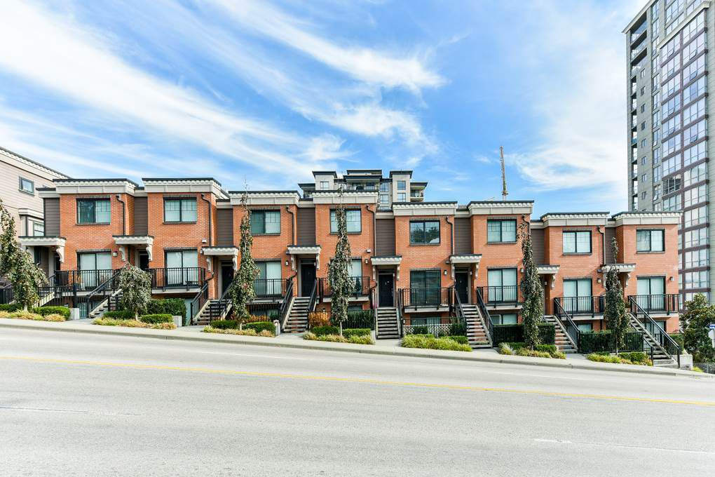 "Main Photo: 4 838 ROYAL Avenue in New Westminster: Downtown NW Townhouse for sale in ""BRICKSTONE WALK II"" : MLS®# R2331286"