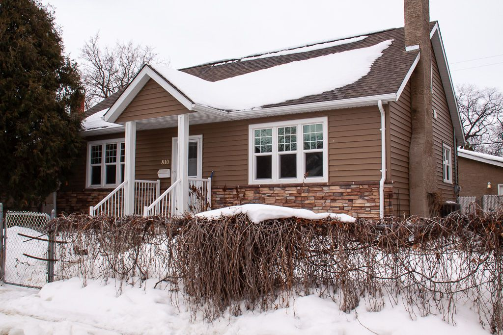 Main Photo: 810 Valour Road in Winnipeg: West End Residential for sale (5C)  : MLS®# 1905814