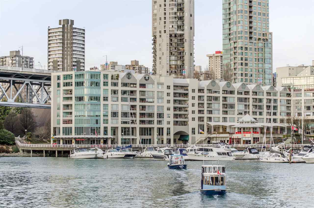 """Main Photo: 501 1012 BEACH Avenue in Vancouver: Yaletown Condo for sale in """"1000 BEACH"""" (Vancouver West)  : MLS®# R2377909"""