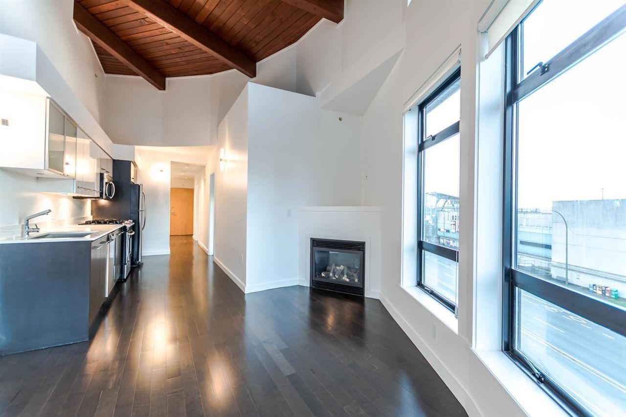 "Main Photo: 402 935 W 16TH Street in North Vancouver: Hamilton Condo for sale in ""Gateway"" : MLS®# R2122318"