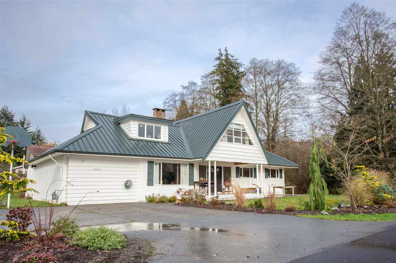 "Main Photo: 40430 CHEAKAMUS Way in Squamish: Garibaldi Estates House for sale in ""Garibaldi Estates"" : MLS®# R2125463"