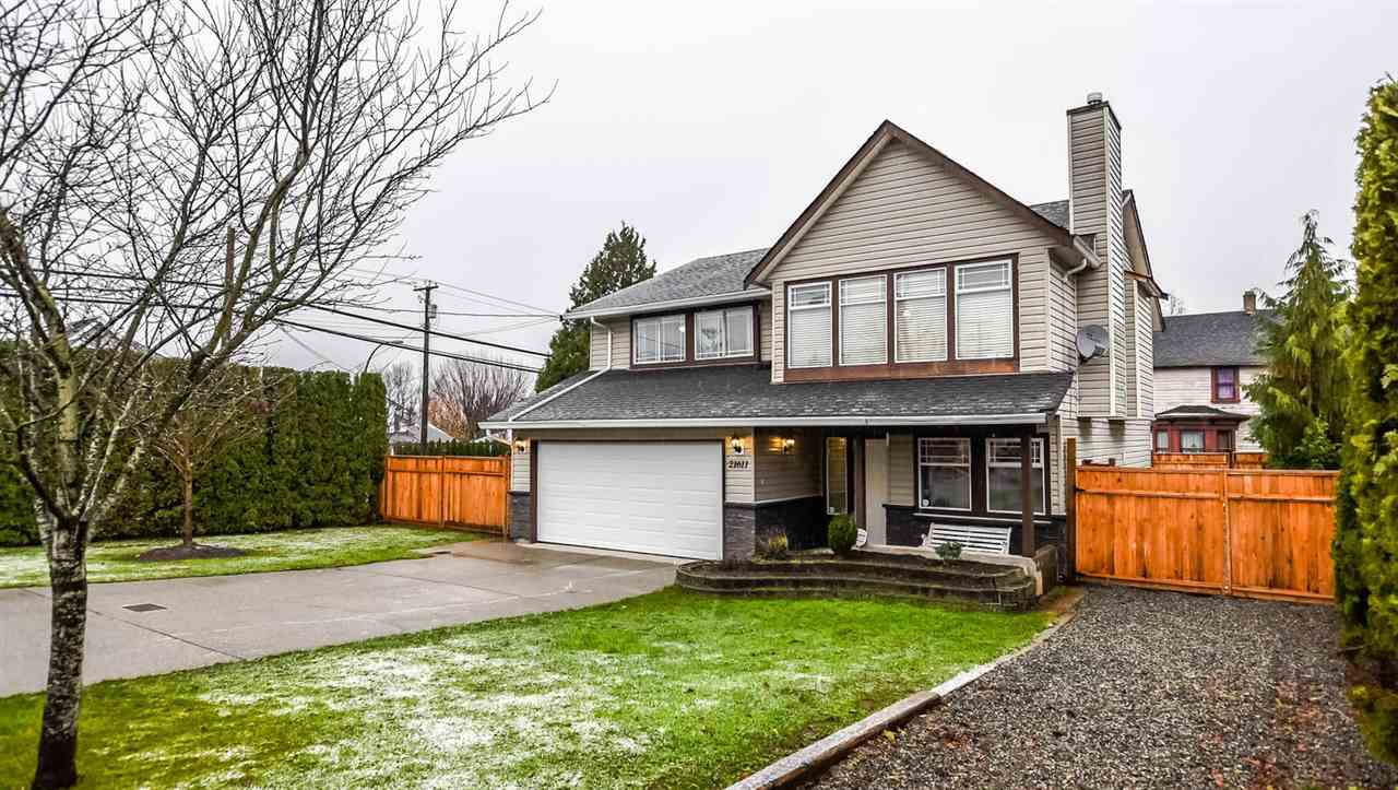 Main Photo: 21611 48A Avenue in Langley: Murrayville House for sale : MLS®# R2126744