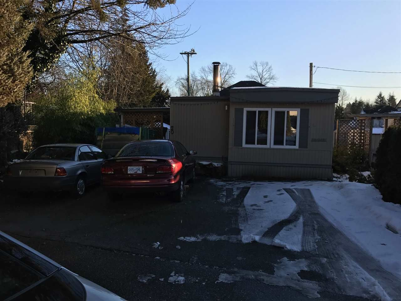 "Main Photo: 20 6280 KING GEORGE Boulevard in Surrey: Sullivan Station Manufactured Home for sale in ""White Oakes"" : MLS®# R2129666"