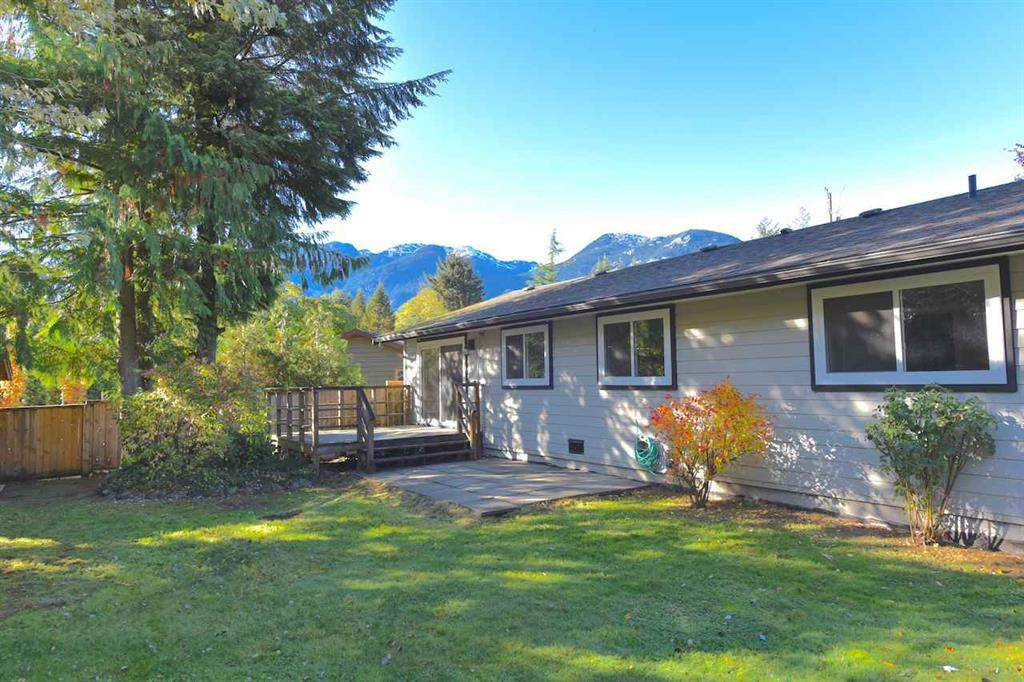 Main Photo: 38028 GUILFORD Drive in Squamish: Valleycliffe House for sale : MLS®# R2217229