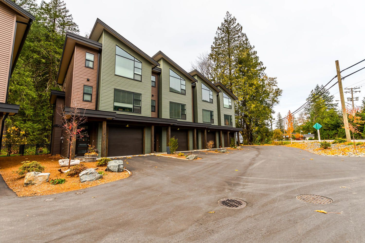 Main Photo: #2 520 Hot Springs Road in Harrison Hot Springs: Townhouse for sale (Harrison)