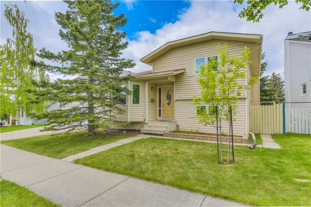 Main Photo: 187 HAWKWOOD Boulevard NW in Calgary: Hawkwood House for sale : MLS®# C4187887