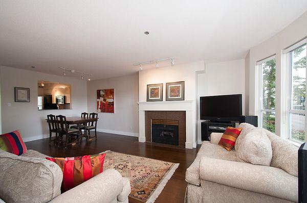 Main Photo: 202 3220 W 4TH Avenue in Vancouver: Kitsilano Condo for sale (Vancouver West)  : MLS®# V1032692