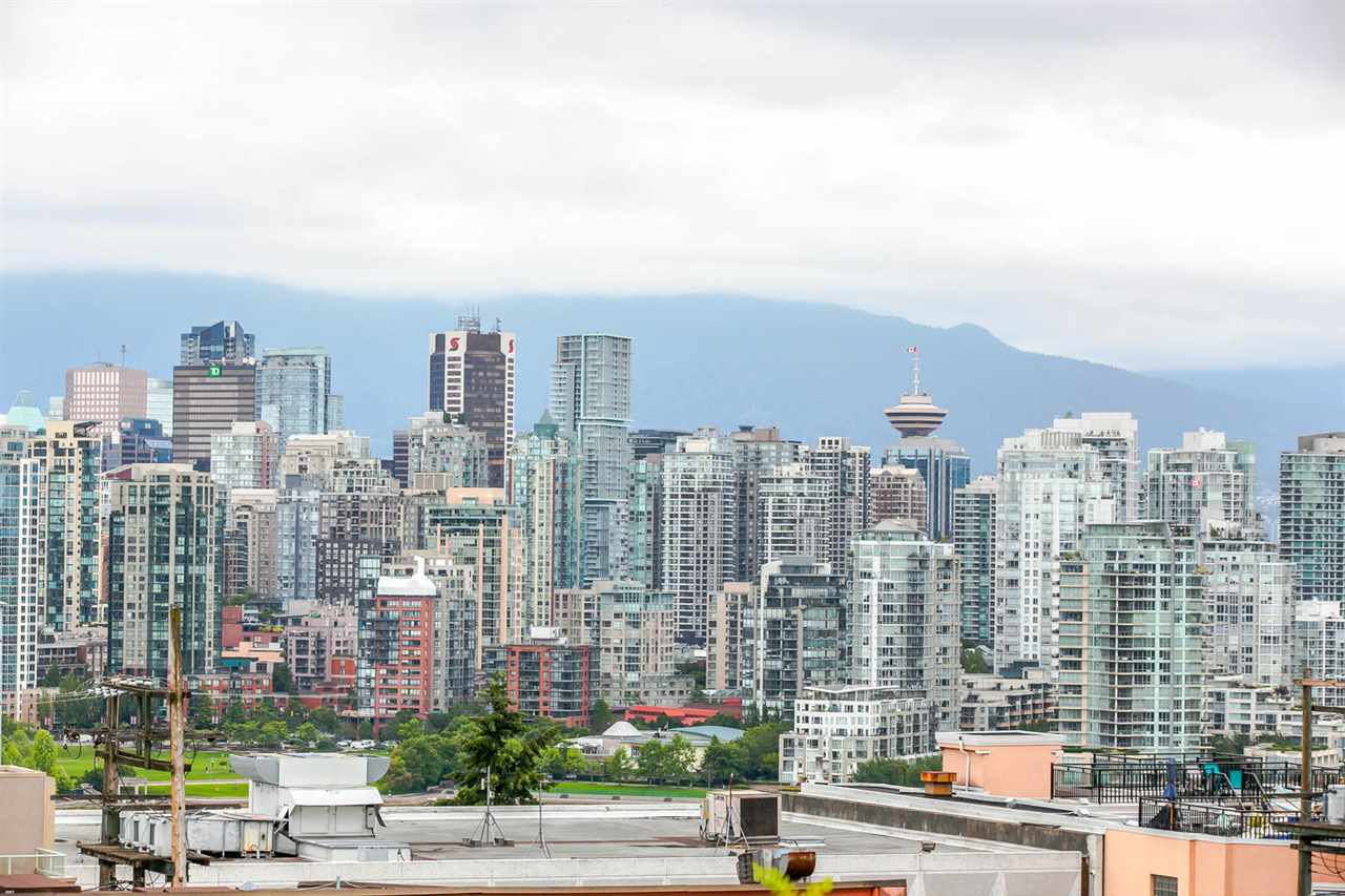 "Main Photo: 401 2550 SPRUCE Street in Vancouver: Fairview VW Condo for sale in ""SPRUCE"" (Vancouver West)  : MLS®# R2083045"