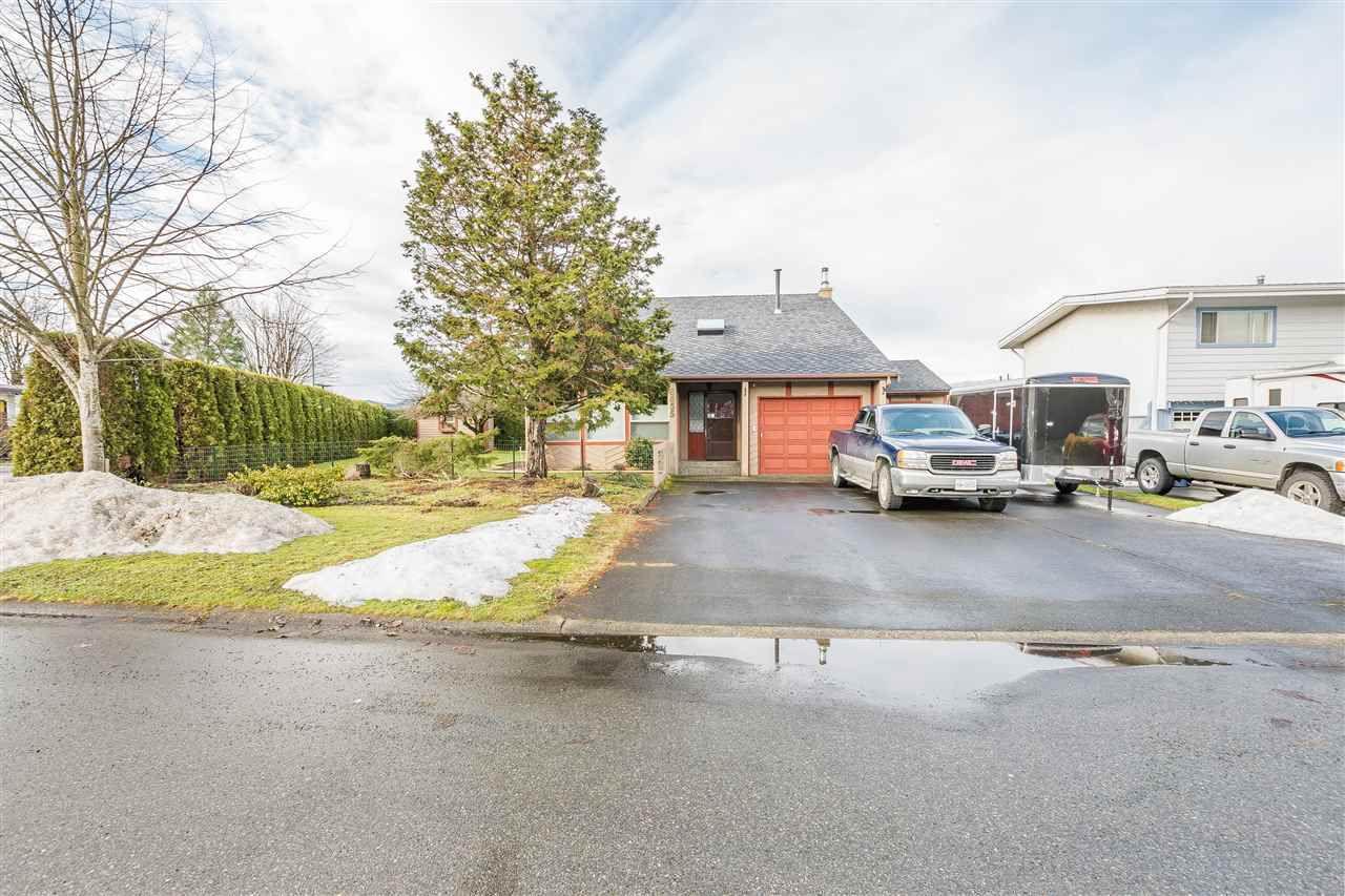 Main Photo: 6655 HENRY Street in Sardis: Sardis East Vedder Rd House for sale : MLS®# R2133316