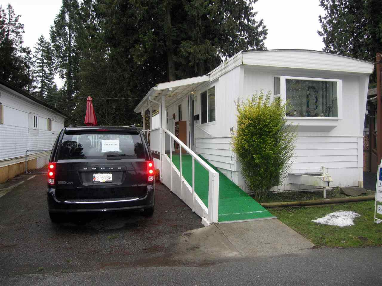 "Main Photo: 62 21163 LOUGHEED Highway in Maple Ridge: Southwest Maple Ridge Manufactured Home for sale in ""VAL MARIA MOBILE HOME PARK"" : MLS®# R2244017"