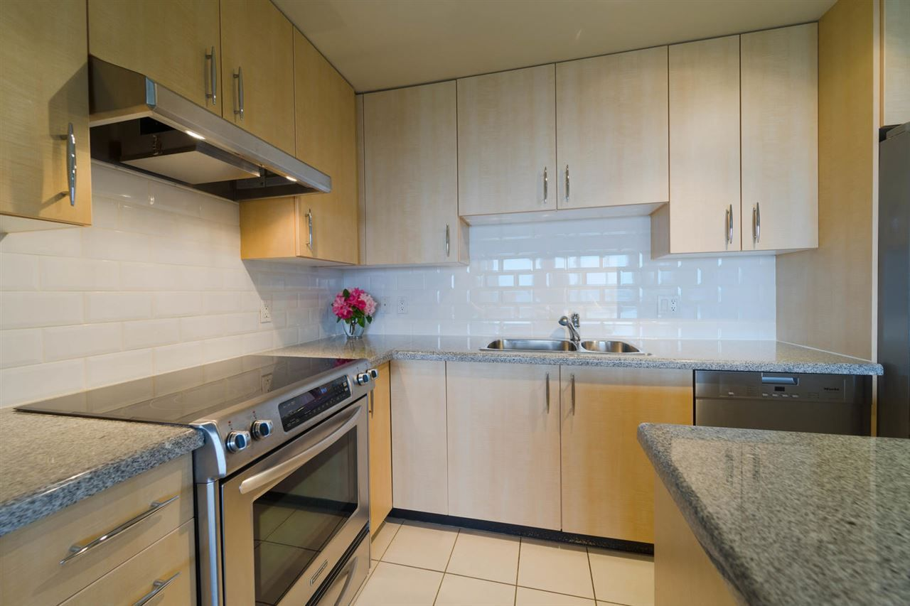 """Main Photo: 1407 7388 SANDBORNE Avenue in Burnaby: South Slope Condo for sale in """"Mayfair II"""" (Burnaby South)  : MLS®# R2270698"""