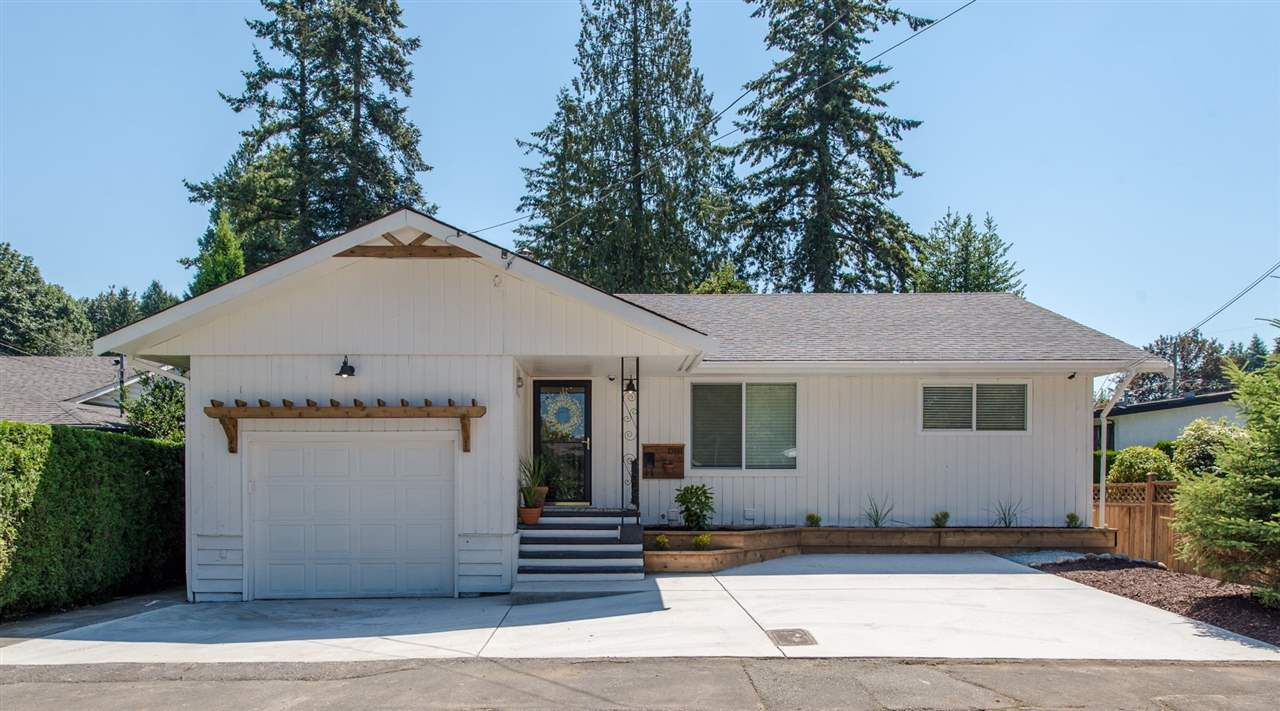 Main Photo: 33986 WALNUT Avenue in Abbotsford: Central Abbotsford House for sale : MLS®# R2292379