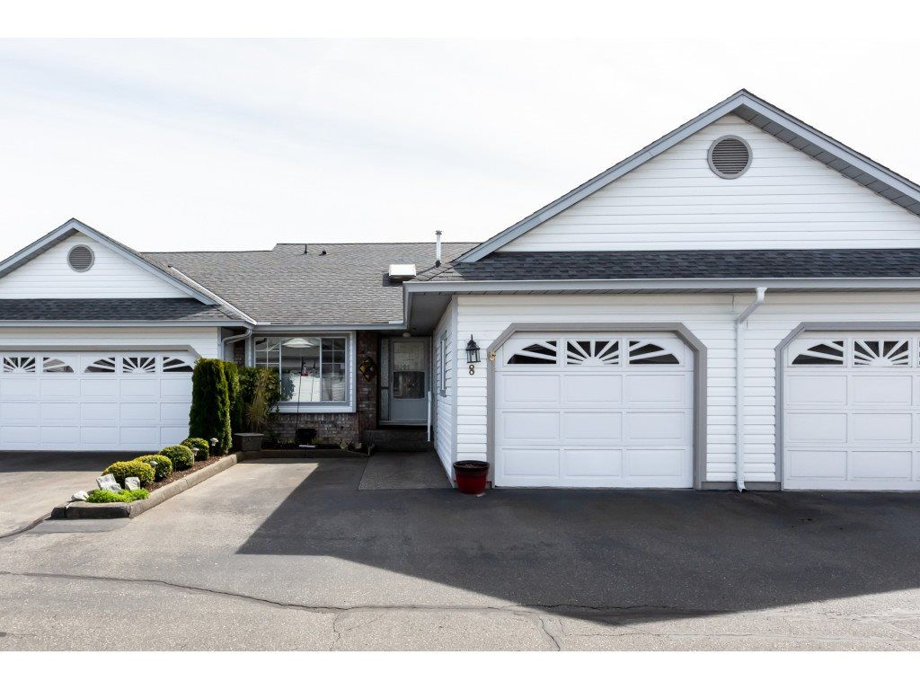 "Main Photo: 8 33922 KING Road in Abbotsford: Poplar Townhouse for sale in ""Kingsview Estates"" : MLS®# R2358712"