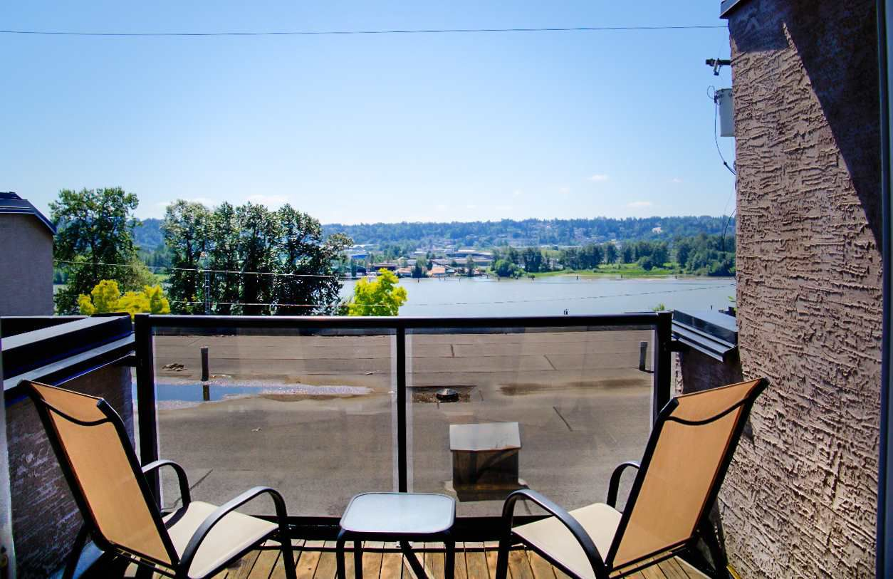 """Main Photo: 108 312 CARNARVON Street in New Westminster: Downtown NW Condo for sale in """"CAMARVON TERRACE"""" : MLS®# R2087444"""